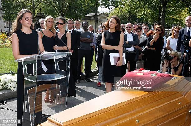 Daughters of Nathalie Rykiel Salome Burstein Lola Burstein and Tatiana Burstein speak during the Designer Sonia Rykiel's Funerals at Cimetiere du...