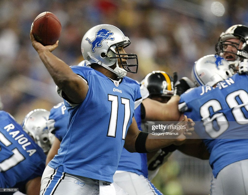Daunte Culpepper #11 of the Detroit Lions gets ready to throw a pass while playing the Pittsburgh Steelers on October 11, 2009 at Ford Field in Detroit, Michigan. Pittsburgh won the game 28-20.