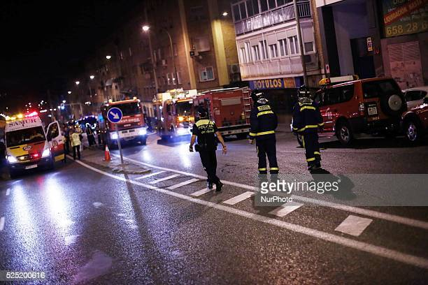 A daunting fire forced to evacuate this morning 70 people living in two adjoining properties on the Madrid district of Tetuan Firefighters have taken...