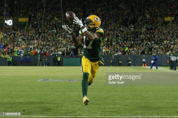 Davante Adams of the Green Bay Packers makes a touchdown catch against the Seattle Seahawks in the first quarter of the NFC Divisional Playoff game...