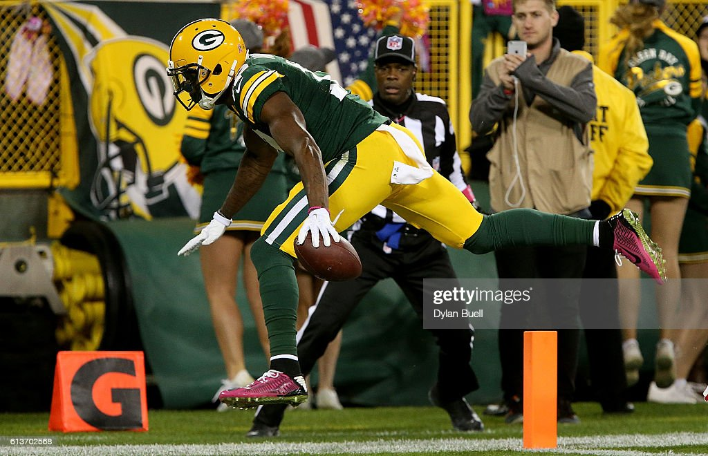 Davante Adams #17 of the Green Bay Packers scores a touchdown in the second quarter against the New York Giants at Lambeau Field on October 9, 2016 in Green Bay, Wisconsin.