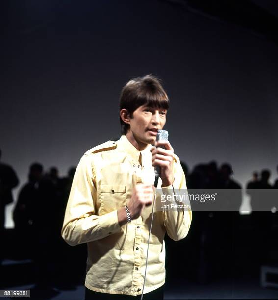 Dave Berry performs on a TV show in November 1966 in Copenhagen