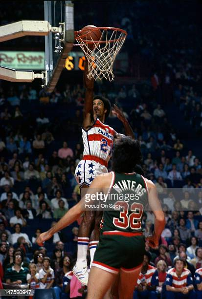 Dave Bing of the Washington Bullets lays the ball in against the Milwaukee Bucks during an NBA basketball game circa 1976 at the Capital Centre in...