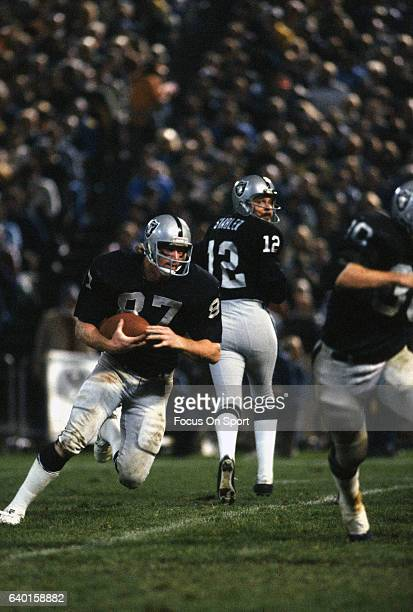 Dave Casper of the Oakland Raiders runs with the ball after catching a pass during an NFL football game circa 1978 at the OaklandAlameda County...