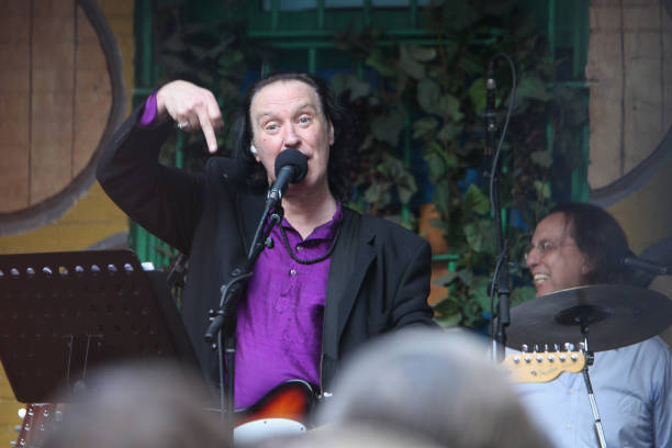 Dave Davies Of The Kinks Points A Middle Finger When He Performs At