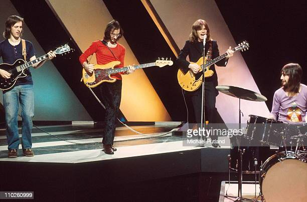 Dave Edmunds performs on Top Of The Pops LR Andy Fairweather Low John Williams Dave Edmunds Terry Williams