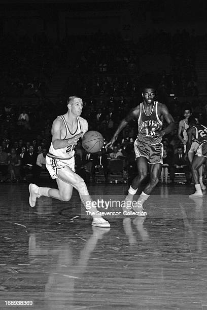 Dave Gambee of the Syracuse Nationals dribbles the ball against the Cincinnati Royals circa 1962 at the Onondaga War Memorial in Syracuse, New York....