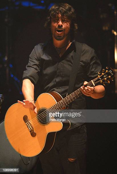 Dave Grohl of Foo Fighters during Foo Fighters in Concert at the Beacon Theatre in New York August 21 2006 at Beacon Theatre in New York City New...