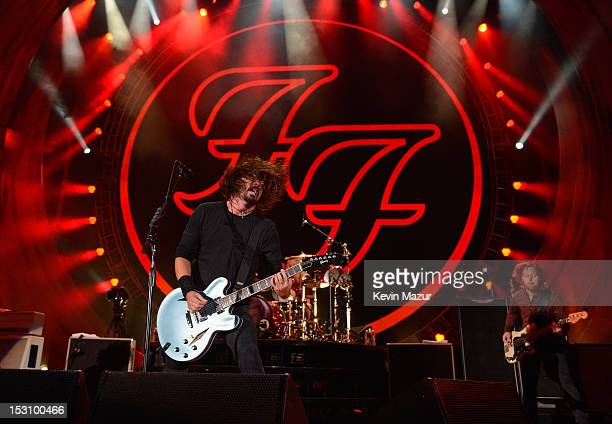 Dave Grohl of the Foo Fighters performs onstage at the The Global Citizen Festival in Central Park to end extreme poverty on the Great Lawn on...