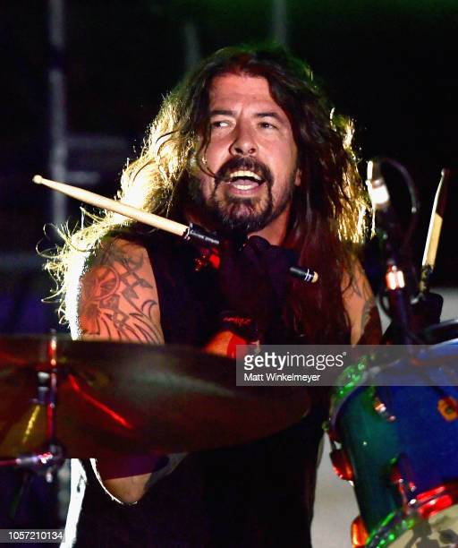 Dave Grohl performs onstage during 2018 LACMA Art + Film Gala honoring Catherine Opie and Guillermo del Toro presented by Gucci at LACMA on November...