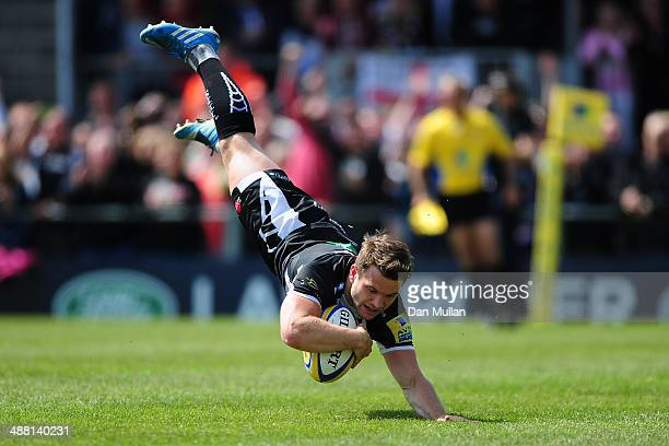 Dave Lewis of Exeter Chiefs dives over for his side's first try during the Aviva Premiership match between Exeter Chiefs and Harlequins at Sandy Park...