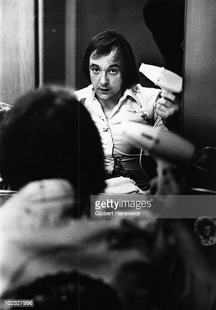 Dave Mount from Mud posed with hairdryer in the dressing room at Hilversum TV Studios Holland in 1975