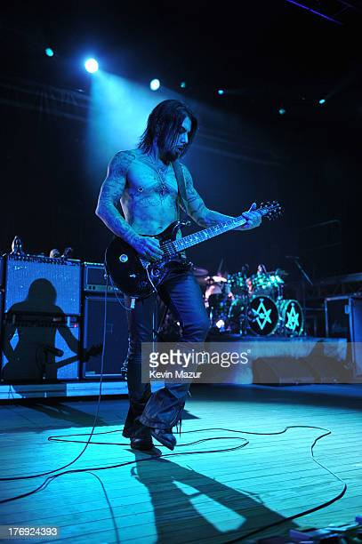 Dave Navarro of Jane's Addiction performs during the 2013 Rockstar Energy UPROAR Festival at Nikon at Jones Beach Theater on August 18, 2013 in...