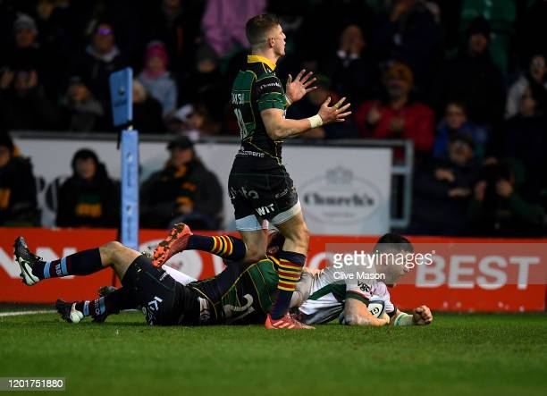 Dave Porecki of London Irish scores a try during the Gallagher Premiership Rugby match between Northampton Saints and London Irish at on January 24,...