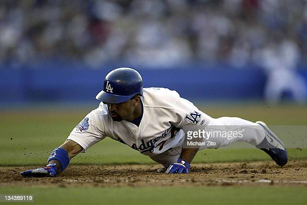 Dave Roberts in action vs the Braves during Atlanta Braves at Los Angeles Dodgers 8/25/02 at Dodger Stadium in Los Angeles California United States