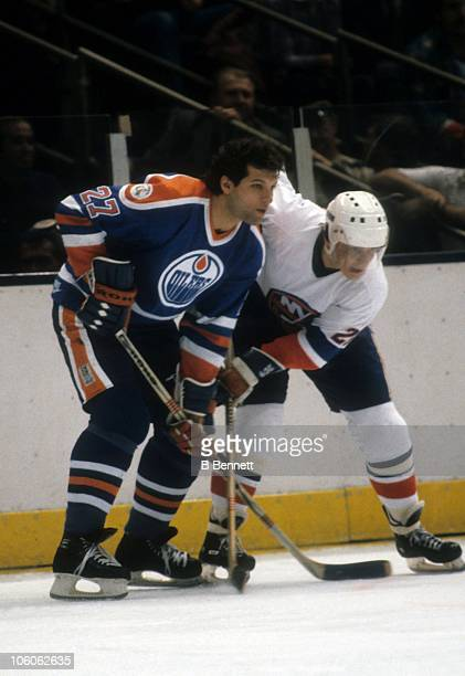 Dave Semenko of the Edmonton Oilers and Mats Hallin of the New York Islanders wait for the face off on November 16 1982 at the Nassau Coliseum in...