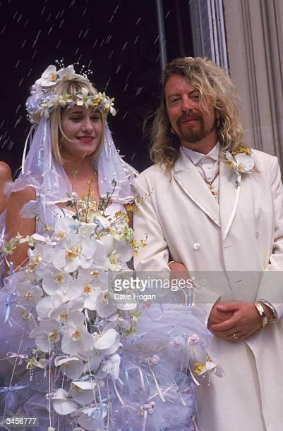 Dave Stewart of British pop duo Eurythmics marries Siobhan Fahey of Bananarama 1st August 1987