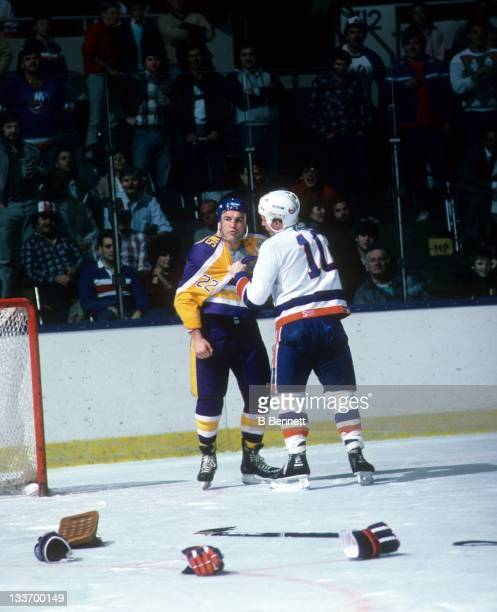 Dave 'Tiger' Williams of the Los Angeles Kings fights with Alan Kerr of the New York Islanders on December 9 1986 at the Nassau Coliseum in Uniondale...