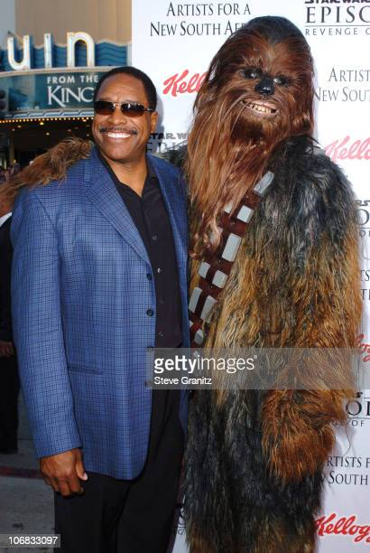 Dave Winfield and Chewbacca during 'Star Wars Episode III Revenge of The Sith' Premiere to Benefit Artists for a New South Africa Charity Arrivals at...