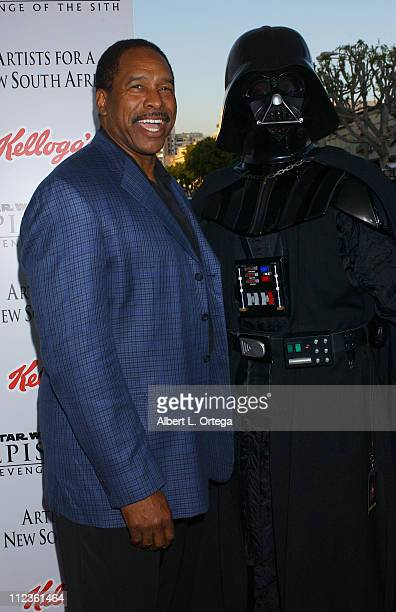 Dave Winfield and Darth Vader during 'Star Wars Episode III Revenge of The Sith' Premiere to Benefit Artists for a New South Africa Charity Arrivals...