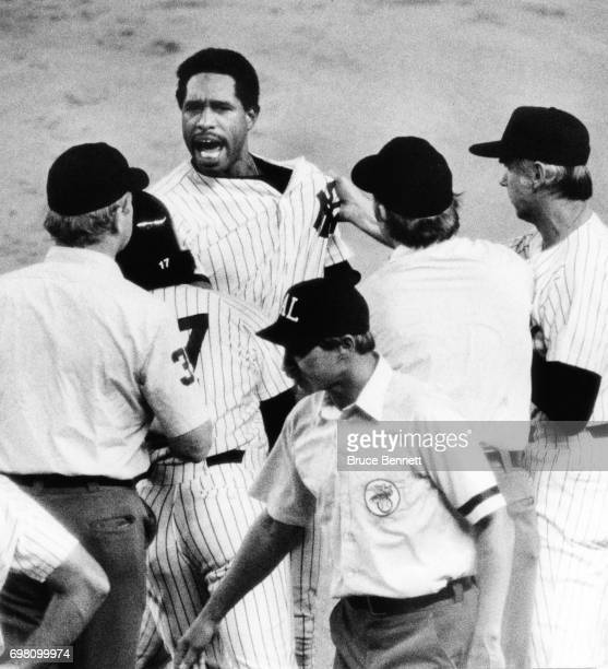 Dave Winfield of the New York Yankees yells at umpire Jim Evans after being called out to end the game against the Seattle Mariners on July 22 1982...