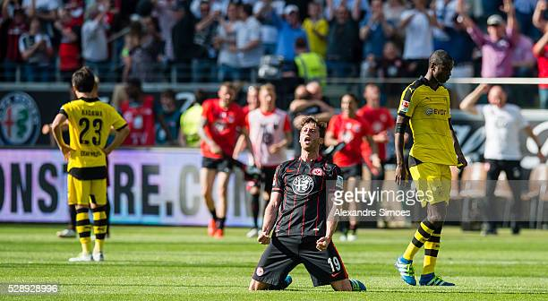 David Abraham of Eintracht Frankfurt celebrates after winning the Bundesliga match between Eintracht Frankfurt v Borussia Dortmund at...