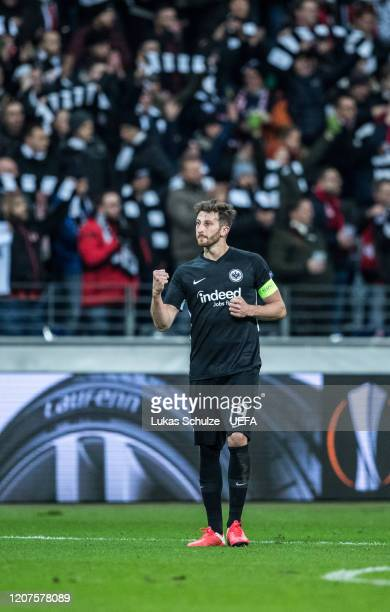 David Abraham of Frankfurt celebrates after winning the UEFA Europa League Round of 32 first leg match between Eintracht Frankfurt and FC Red Bull...