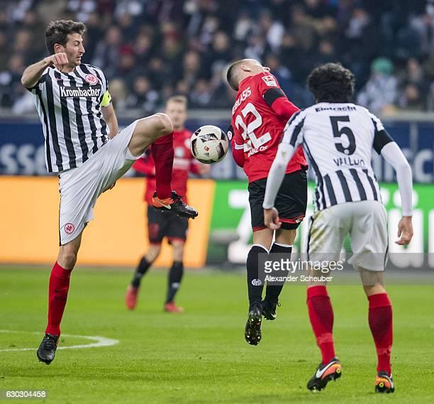 David Abraham of Frankfurt challenges Pablo de Blasis of Mainz 05 during the Bundesliga match between Eintracht Frankfurt and 1 FSV Mainz 05 at...