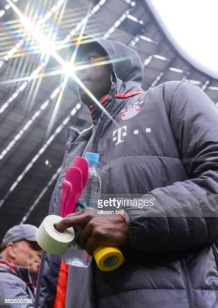 David Alaba auf fem We gzur Bank waehrend dem Fussball Bundesliga Spiel FC Bayern Muenchen gegen TSG Hoffenheim am 1 Spieltag der Saison 2016/2017 in...