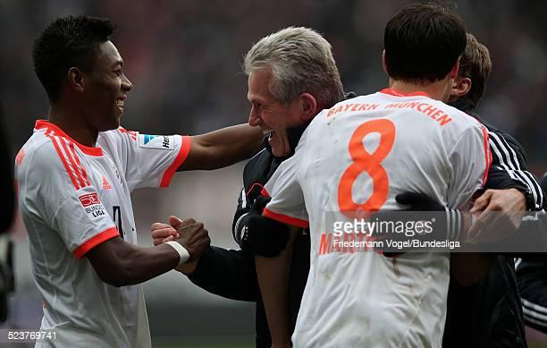 David Alaba Javi Martinez und Jupp Heynckes von Bayern jubeln waehrend des Bundesligaspiels zwischen Eintracht Frankfurt und Bayern Muenchen in der...