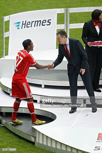 David Alaba von Bayern betritt die Buehne zur meisterfeier nach der Bundesliga Begegnung zwischen dem FC Bayern Muenchen und dem FC Augsburg in der...