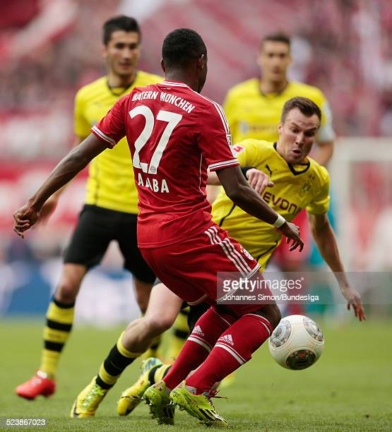 David Alaba von Bayern im Zweikampf mit Kevin Grosskreutz von Dortmund beim BundesligaSpiel FC Bayern Muenchen gegen Borussia Dortmund am 12 April...
