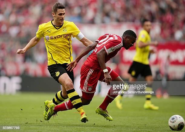David Alaba von Bayern im Zweikampf mit Sebastian Kehl von Dortmund beim BundesligaSpiel FC Bayern Muenchen gegen Borussia Dortmund am 12 April 2014...
