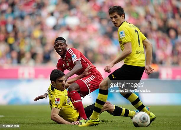 David Alaba von Bayern im Zweikampf mit Sokratis und Jonas Hofmann beim BundesligaSpiel FC Bayern Muenchen gegen Borussia Dortmund am 12 April 2014...