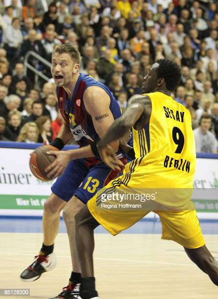 David Andersen #13 of Regal FC Barcelona competes with Ansu Sesay #9 of Alba Berlin during the Euroleague Basketball Last 16 Game 4 match between...