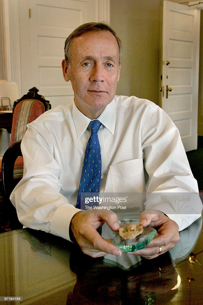 David Aufhauser is a Treasury official who's been responsibl : News Photo
