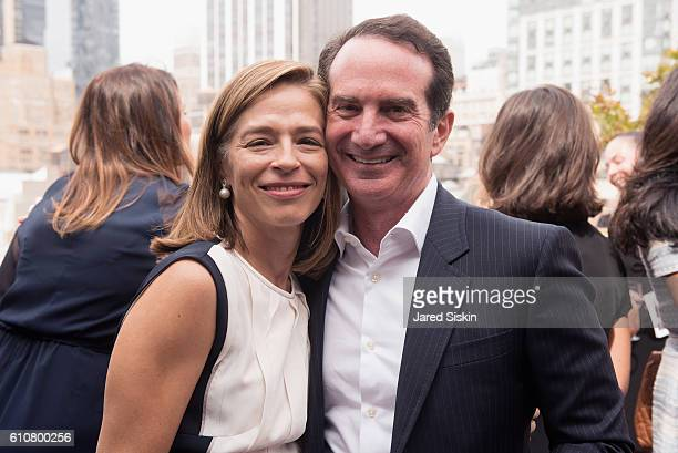 David Bach and Alatia Bradley Bach attend The Hort's 4th Annual Green Family Circle Luncheon and Lecture at Midtown Loft Terrace on September 27 2016...