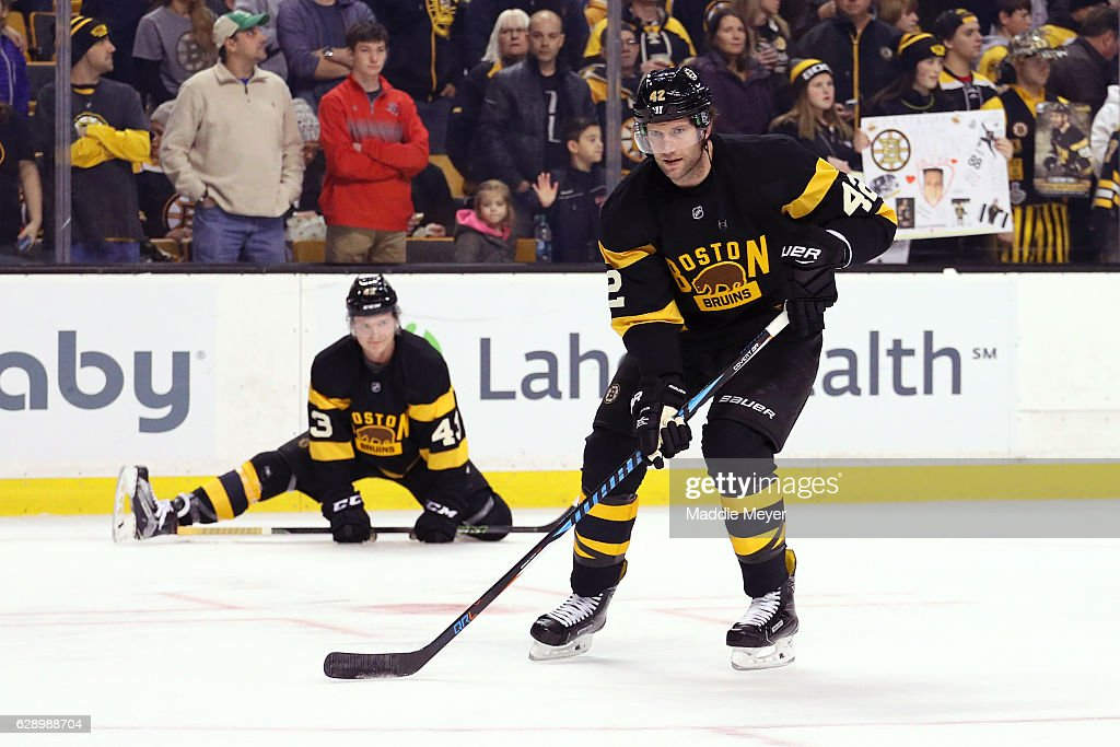 David Backes #42 of the Boston Bruins warms up before the game against the Toronto Maple Leafs at TD Garden on December 10, 2016 in Boston, Massachusetts.