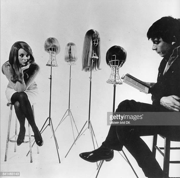 David Bailey* Fotograf Grossbritannienim Studio mit seiner Frau der Schauspielerin Catherine Deneuve 1965