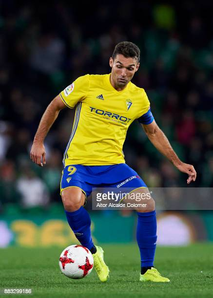 David Barral of Cadiz controls the ball during the Copa del Rey Round of 32 Second Leg match between Real Betis Balompie and Cadiz CF at Estadio...