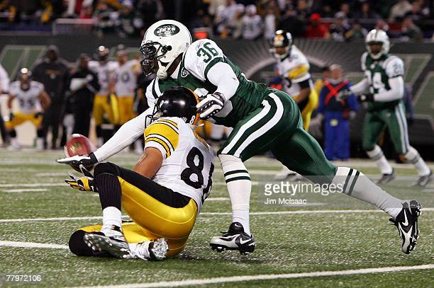 David Barrett of the New York Jets breaks up a pass in the fourth quarter intended for Hines Ward of the Pittsburgh Steelers at Giants Stadium...