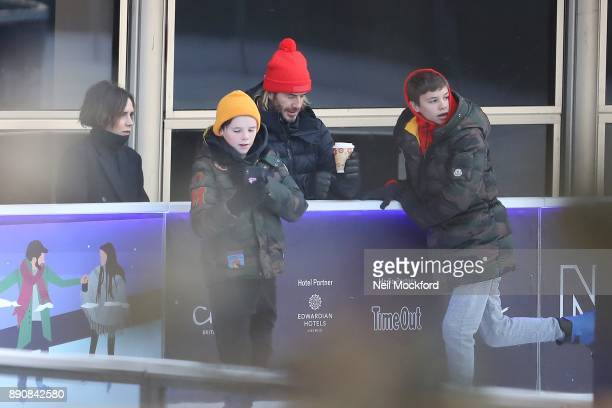 USAGES *** David Beckham and Victoria Beckham with sons Cruz and Romeo at the Natural History Museum Ice Rink The Beckham family had the ice to...