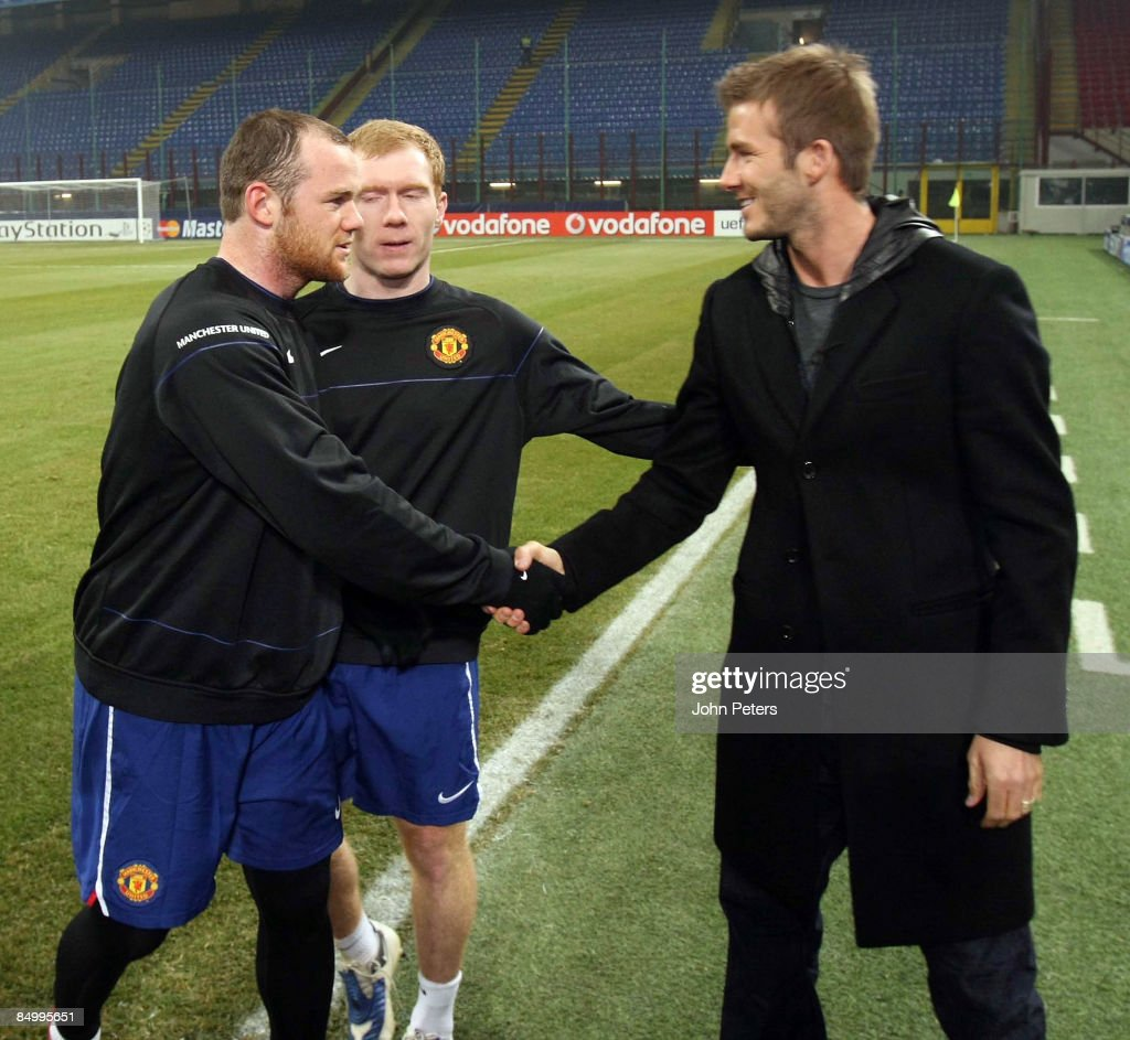¿Cuánto mide Wayne Rooney? - Real height David-beckham-of-ac-milan-speaks-with-paul-scholes-and-wayne-rooney-picture-id84995651