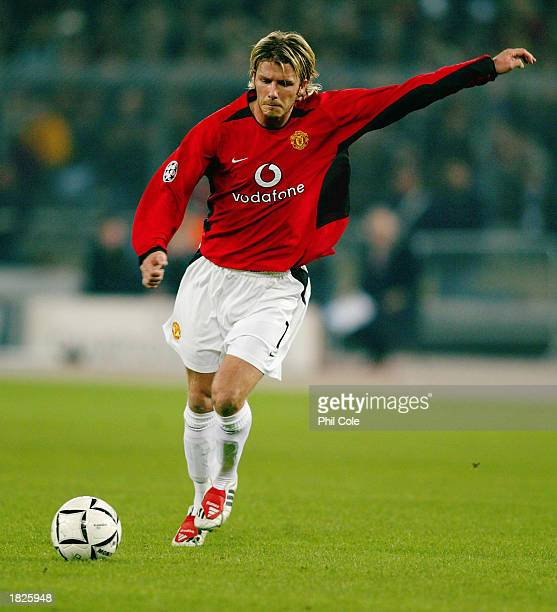 David Beckham of Manchester United takes a freekick during the UEFA Champions League Second Phase Group D match between Juventus and Manchester...