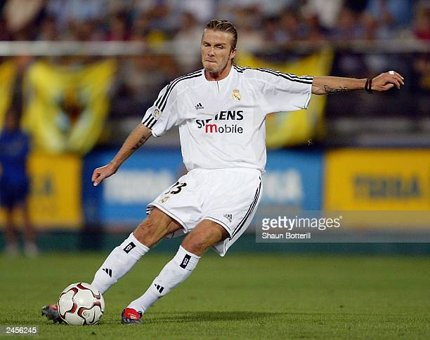 David Beckham of Real Madrid fires in a free-kick during the Spanish Primera Liga match between Villarreal and Real Madrid at the El Madrigal Stadium...