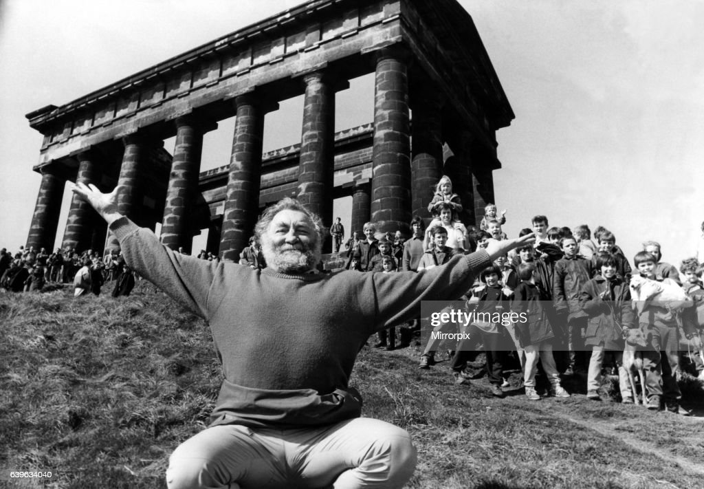David Bellamy at Penshaw Monument on 13th April, 1987, with some of the 200 people who joined him to walk to Washington Waterfowl Park : News Photo