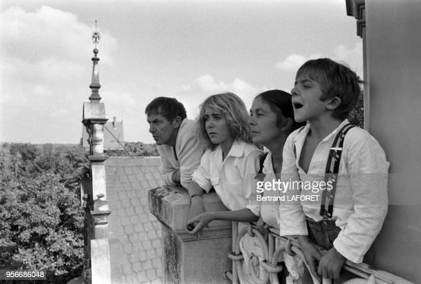 David Bennent avec sa mère Diane son père Heinz et sa soeur Anne lors du tournage du film 'Lulu' à Berlin le 1er octobre 1979 Allemagne