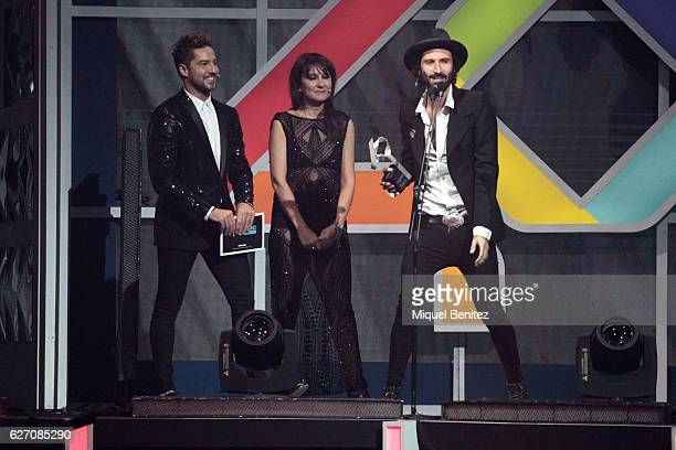 David Bisbal Eva Amaral and Leiva with his award attend the gala of Los 40 Music Awards 2016 at Palau Sant Jordi on December 1 2016 in Barcelona Spain