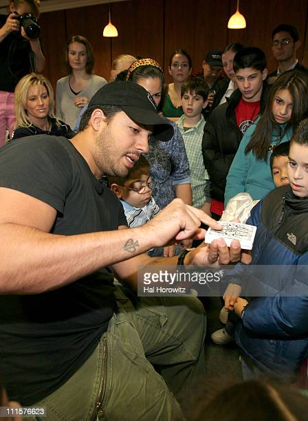 David Blaine during Illusionist David Blaine Entertains Patients at the Maimonides Infants Children's Hospital in Brooklyn December 13 2006 at...