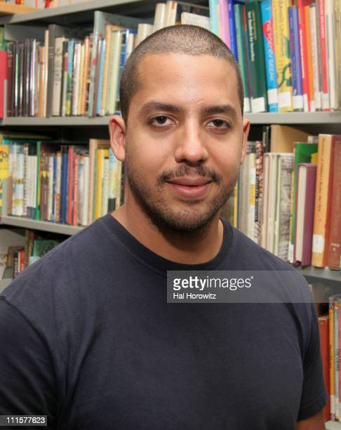 David Blaine during Magician David Blaine Hands Out Books and Performs For Children August 25 2006 at Chatham Square Library in New York City New...